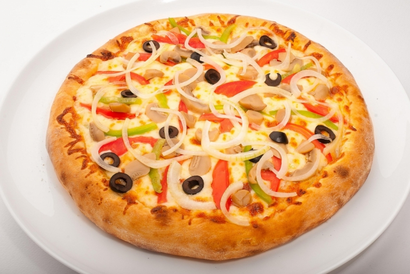 Mushrooms and tomato pizza